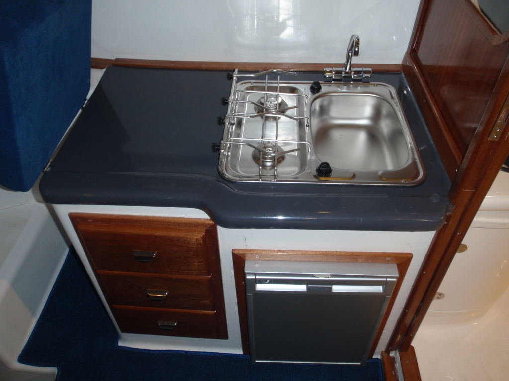 Tacar Mini Trawler kitchen