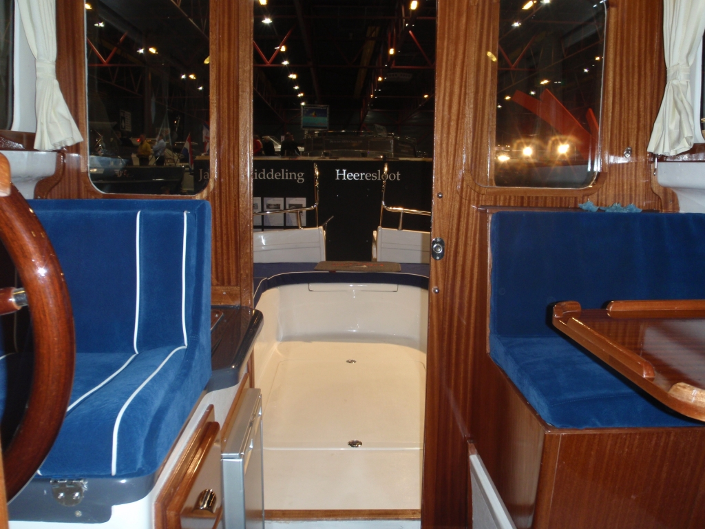 Tacar Mini Trawler interior